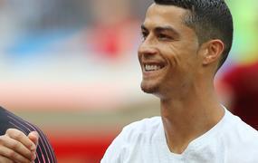 ... Valami nem stimmel Cristiano Ronaldo karácsonyi képével – Vajon mi baja  lehet a szerelmének  72f148e42e