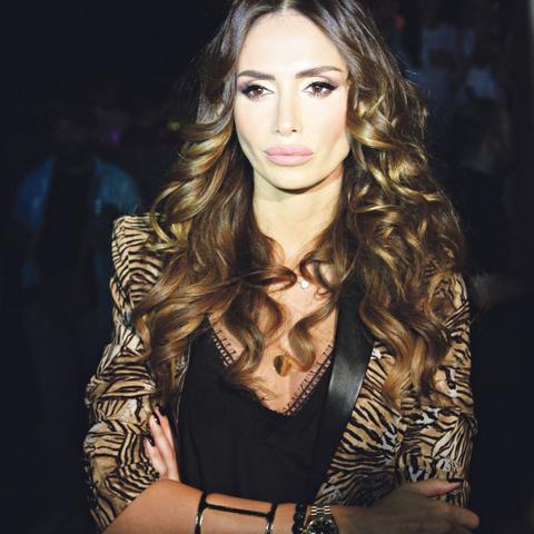 NIKADA JE NE BISTE PREPOZNALI! Srpska pevačica šokirala fotografijom bez šminke