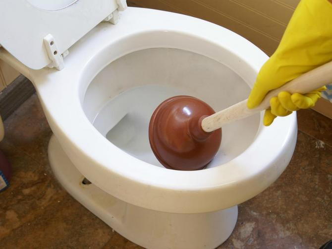 Očas posla! Otpušite WC šolju bez ikakvog alata