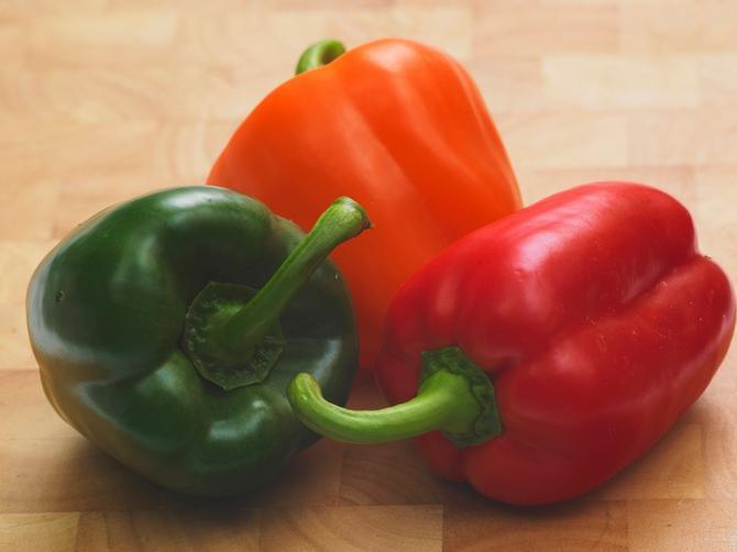 Pre kupovine paprika obavezno PREBROJTE ISPUPČENJA: To otkriva VAŽNU STVAR koja će vam u kuhinji mnogo značiti!