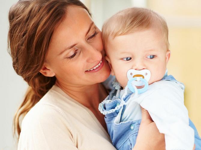 Cucla smeta zubima, ometa dojenje i šteti govoru