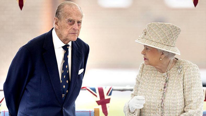 Fülöp herceg feleségével, II. Erzsébet brit királynővel /Fotó: Puzzlepix