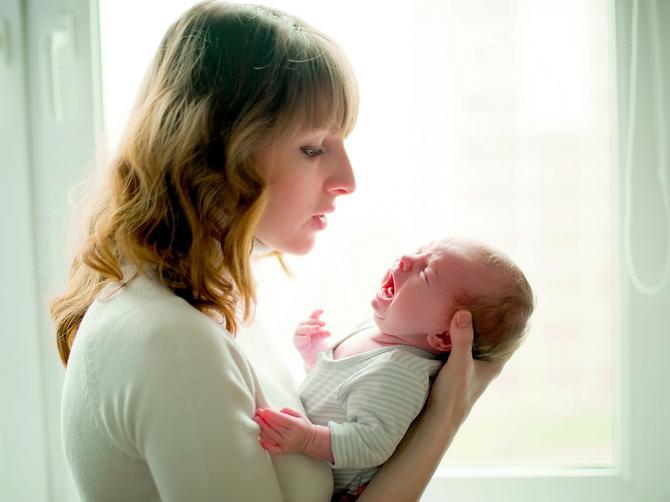 Kad se beba zaceni, dunite joj u lice!