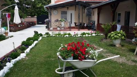 EKSKLUZIVNO! Pevačica napustila Beograd i preselila se na selo, a evo kako izgleda njen novi dom!