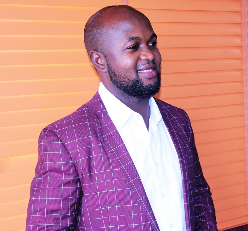 Seun Apara says it is necessary for everyone including entertainers to have health insurance. [clothing360]