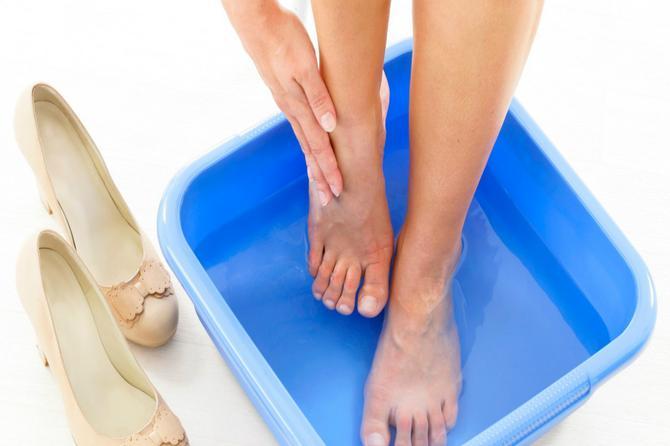Uska cipela ugrožava cirkulaciju, visoka štikla deformiše prste. Pa šta da nosimo?