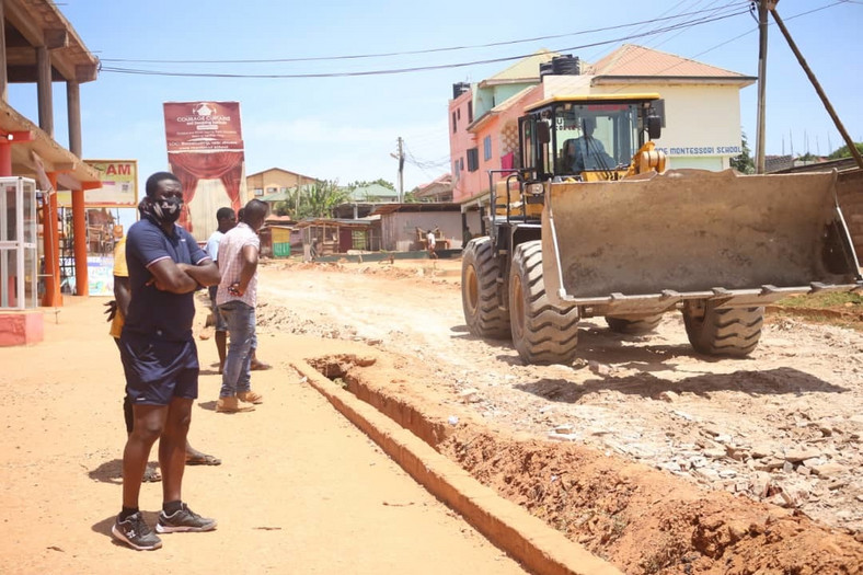 Asamoah Gyan  develops deplorable roads at Weija