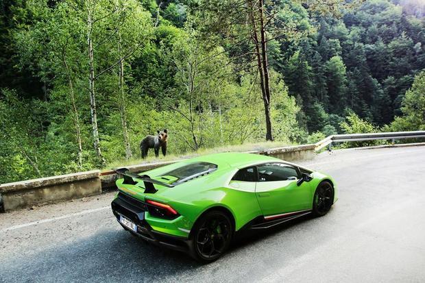 Reclamă Lamborghini Huracan pe Transfăgărăşan