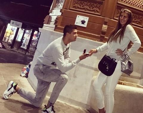 PRŠTE ZLATO I DIJAMANTI! Dejan zaprosio Dalilu, a OVAKO izgleda prsten!