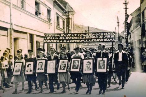 Proslava 1949: Pre odlaska na uranak, parada kroz grad