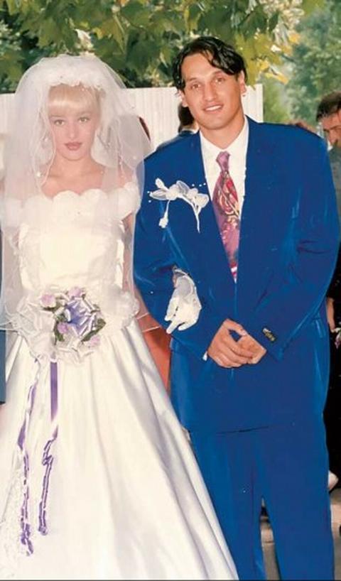 Pogledajte kako su poznate pevačice izgledale u venčanicama!