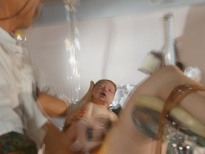 Porađala sam se carskim rezom: Čim su lekari videli posteljicu, zatvorili su me i PREKINULI OPERACIJU
