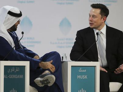 Elon Musk podczas World Government Summit w Dubaju