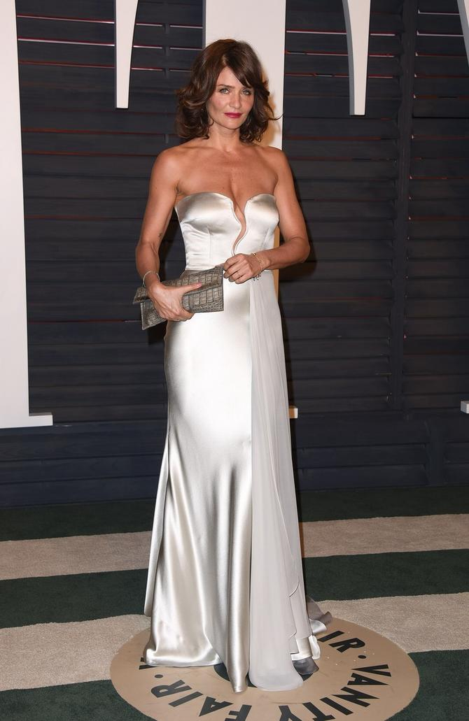 Helena Kristensen u metalik haljini