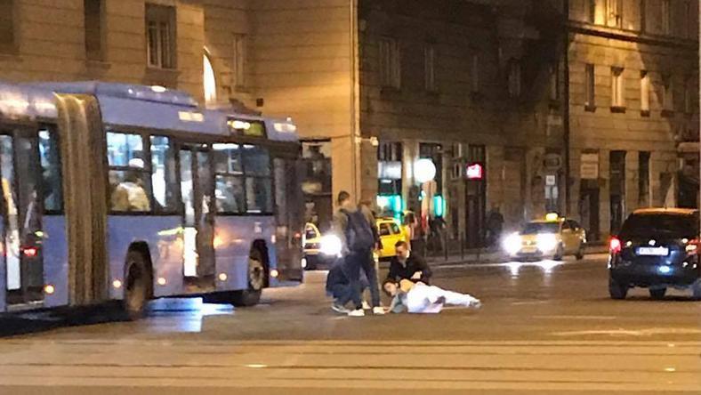 Dráma az úttesten: kollégánk előtt gázoltak el egy fiatalt az éjjel Budapesten – fotók