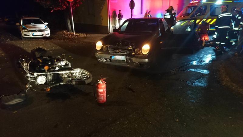 Brutális baleset: autó és motoros rohant egymásba Budapesten – Egy 14 éves fiú és apja ült a motoron