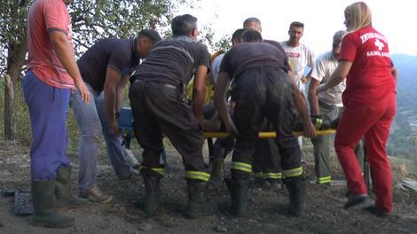 Povredio kičmeni pršljen: Vatrogasci nose povređenog kolegu Tokovića