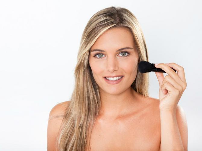 Žene prave jednu VELIKU GREŠKU kada se šminkaju, da li ste i vi među njima?