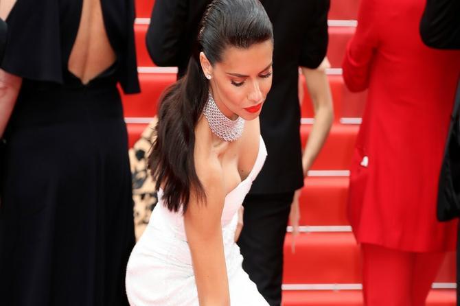 Izrez na njenoj haljini je apsolutni hit: A svaki detalj na njoj je senzacionalan!