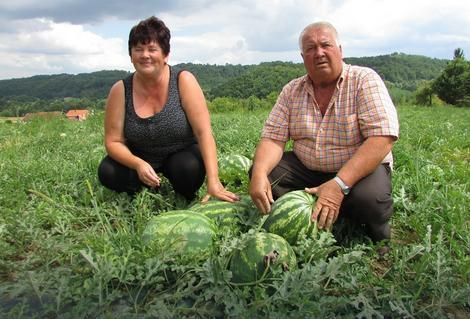 Mira i Savo Vasić sa lubenicama