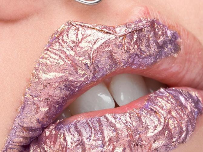 Ovo je najnoviji trend u svetu šminkanja usana: Ljudi se ZGROZE kada čuju kako se ovo izvodi