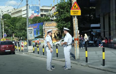 Nisu mornari, a nisu ni stranci