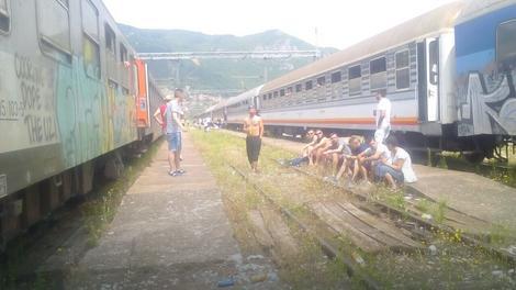 Voz je stajao u mestu devet sati