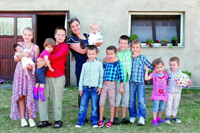 Maja ima jedanaestoro dece, zaposlena je i ima samo 37 godina: Jutro je najteži deo dana, svi uglas viču mama i nešto traže!