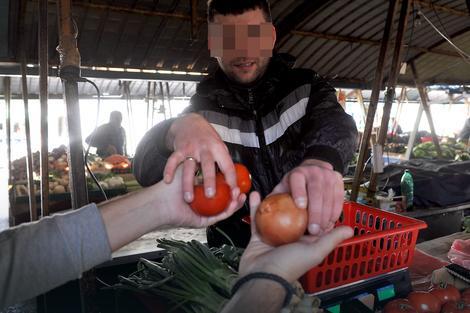 I voće i povrće na komad