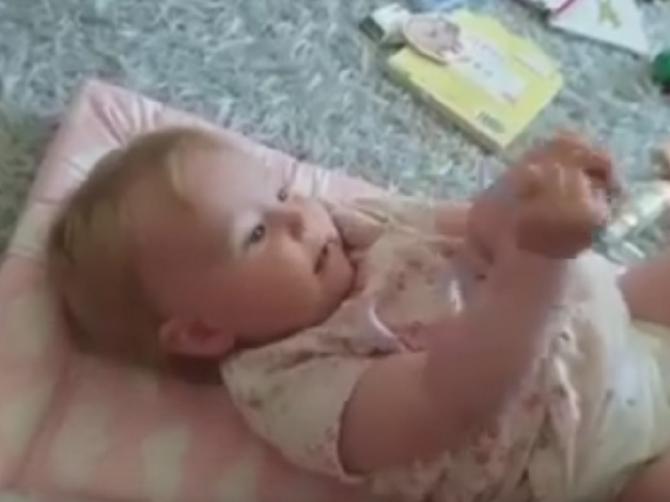Menjala je pelene svojoj bebi, ali nije očekivala da će se ovo desiti: Iznenadila se mama, ali i svi koji su pogledali OVAJ SNIMAK!