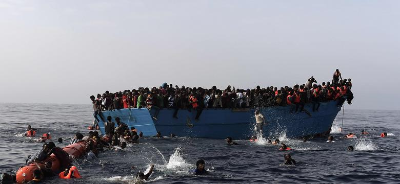 Włochy: ponad 4650 migrantów uratowano wczoraj u wybrzeży Libii
