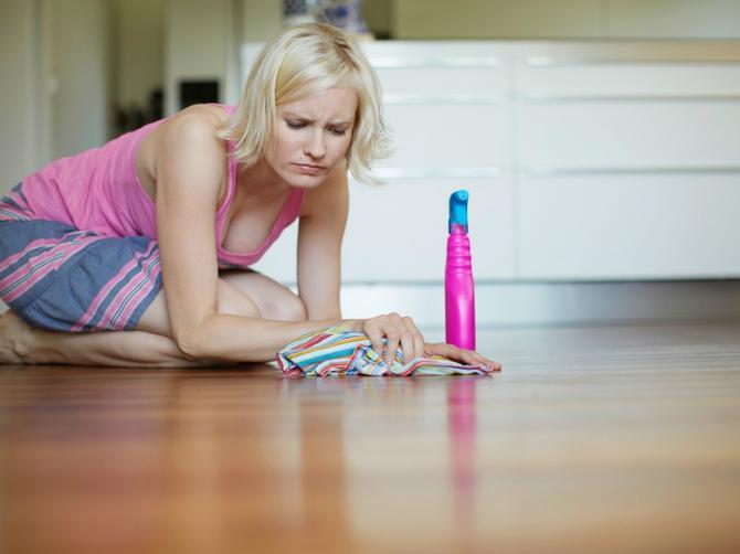 Sjajan trik za blistave podove: Dovoljan vam je OVAJ SASTOJAK!