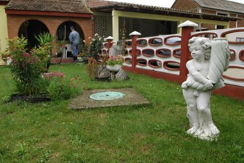 DANAS ŽIVI U LUKSUZU: A, ovo je porodična kuća Darka Lazića u Brestaču!