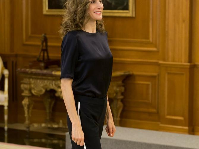 Kraljica nosi najmodernije pantalone za ovu sezonu: I ODLIČNO je odabrala!