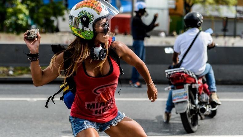 60 ofiar starć przeciwników rządu z policją w Wenezueli