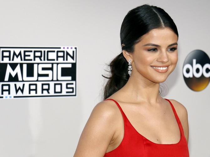 Selena više ne izgleda ovako. Sada izgleda još bolje!