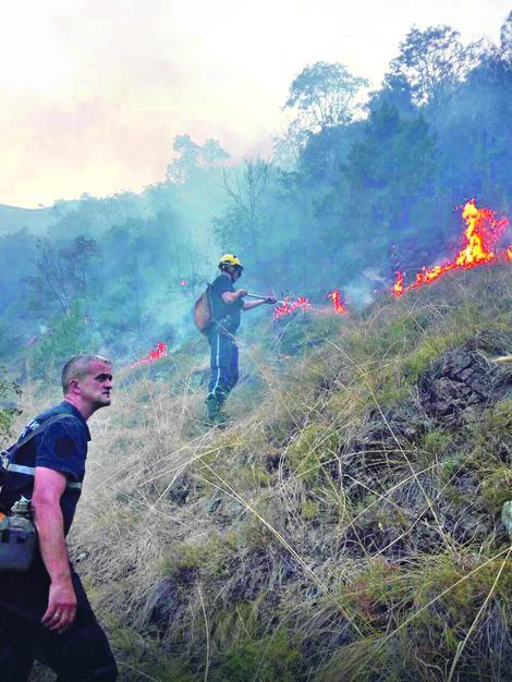 Vatrogasci nekada u vrletima ostaju i po 10 dana boreći se sa vatrom