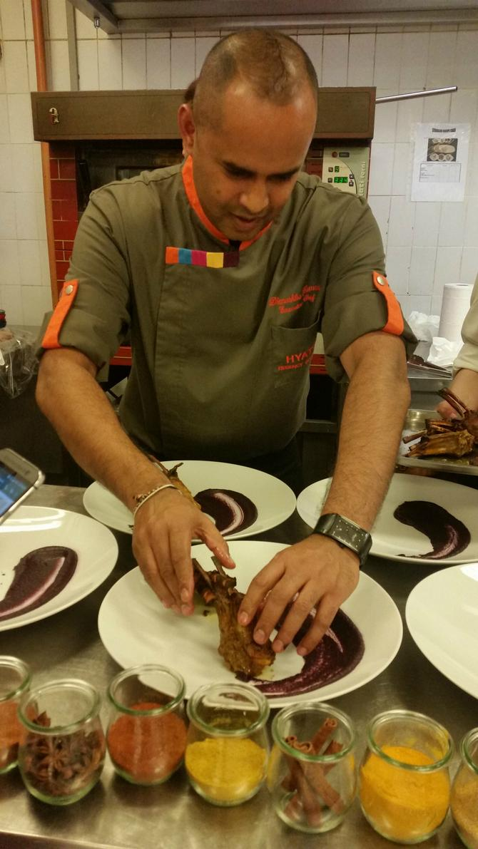 Danuška Kumara je goste prvo uputio u veštine dekorisanja tanjira, a onda nas je oduševio ukusima