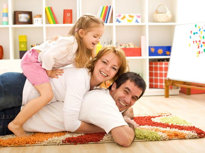 Bonton: Šta se nikada ne sme govoriti paru koji ima samo jedno dete