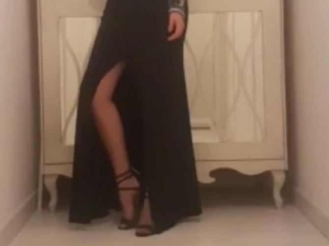 Nataša pozirala u izazovnoj haljini: Stomačić se već primećuje?