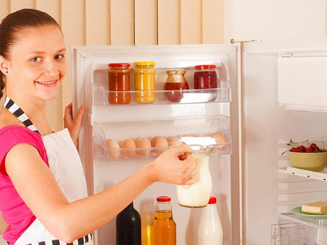Držite mleko u vratima frižidera? ODMAH ga sklonite: Evo zbog čega!