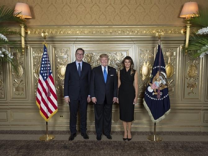 Melanija blistala u Njujorku: Na susretu sa Vučićem zabeležila svoje najbolje modno izdanje!