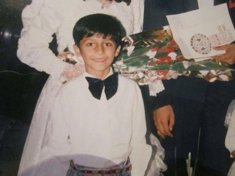 Ovako je folk pevač izgledao sa sedam godina! FOTO