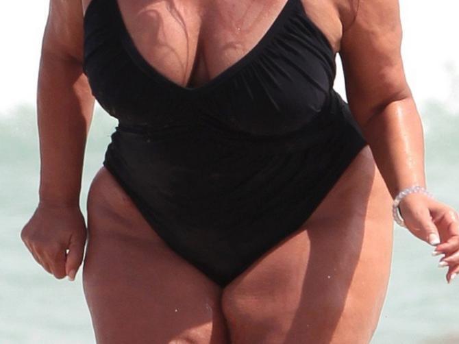 Na plaži je priredila ŠOK: Ali je u ovom izdanju zablistala i pobedila kritičare