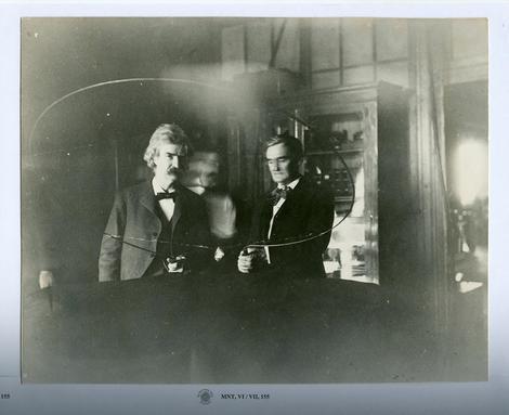 Mark Tven i Džozef Džeferson u Teslinoj laboratoriji u Južnoj petoj aveniji br. 35 u Njujorku 1894. godine