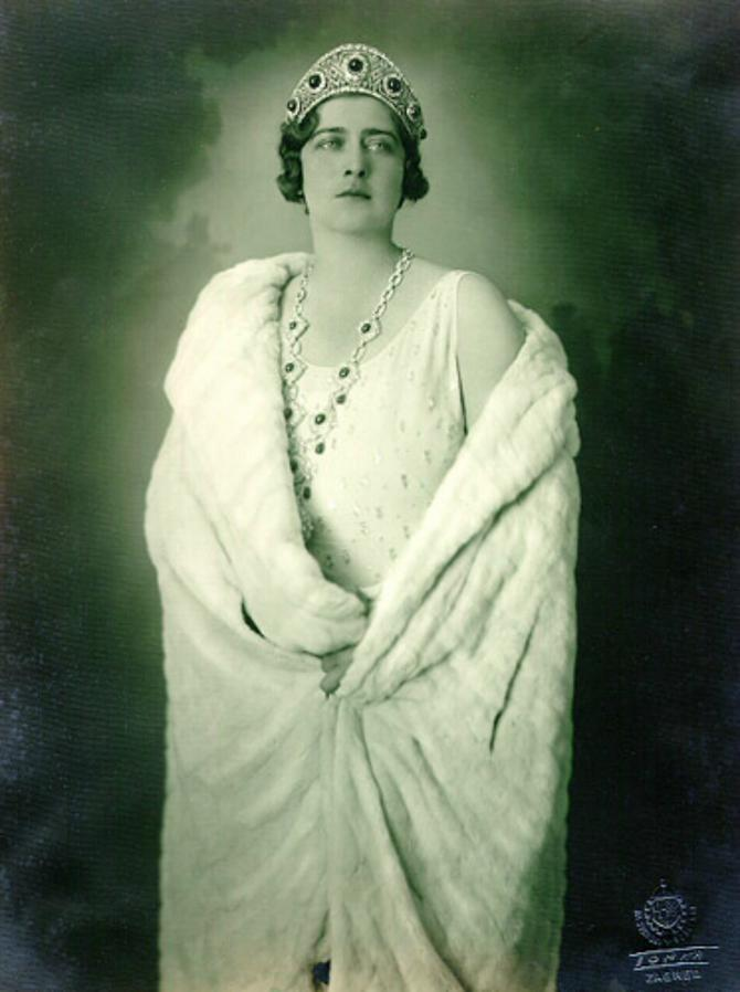 Elegantnu i prefinjenu, kraljicu Mariju Karađorđević volele su i građanke i žene sa sela