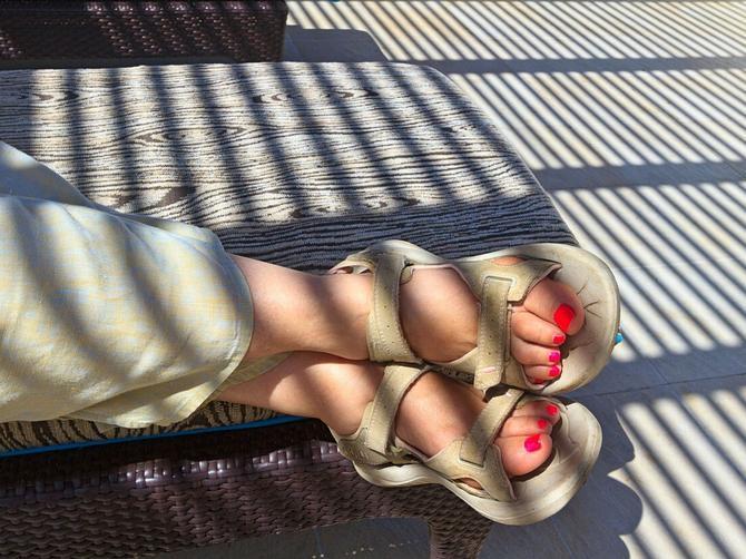Kada ona nosi cipele sa otvorenim prstima, svi MORAJU da u njih pogledaju DVA PUTA: Razlog za to je NEVEROVATAN