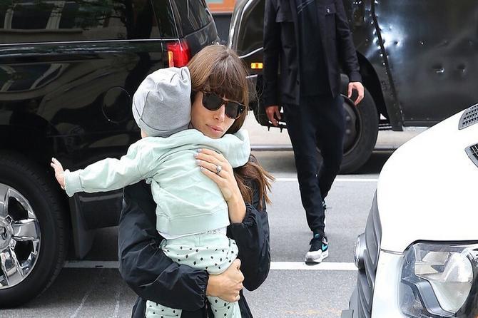 Ne pojavljuju se često u javnosti sa sinom: Poznati mama i tata su tako kul, a SILA je neodoljiv!