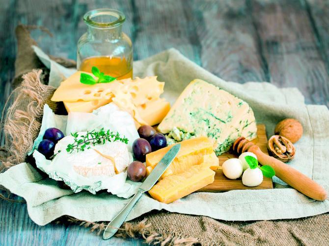 Naš akademik objašnjava:  Kako to od sira može da zaboli glava?