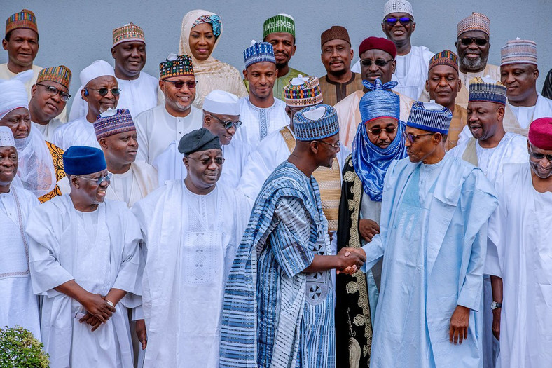 President Muhammadu Buhari receives a delegation from Nasarawa State, led by Gov. Abdullahi Sule, at the Presidential Villa, Abuja [Twitter/@BashirAhmaad]